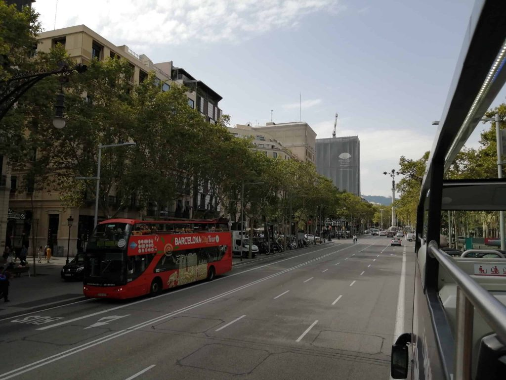 Picture of two tour buses passing in Barcelona