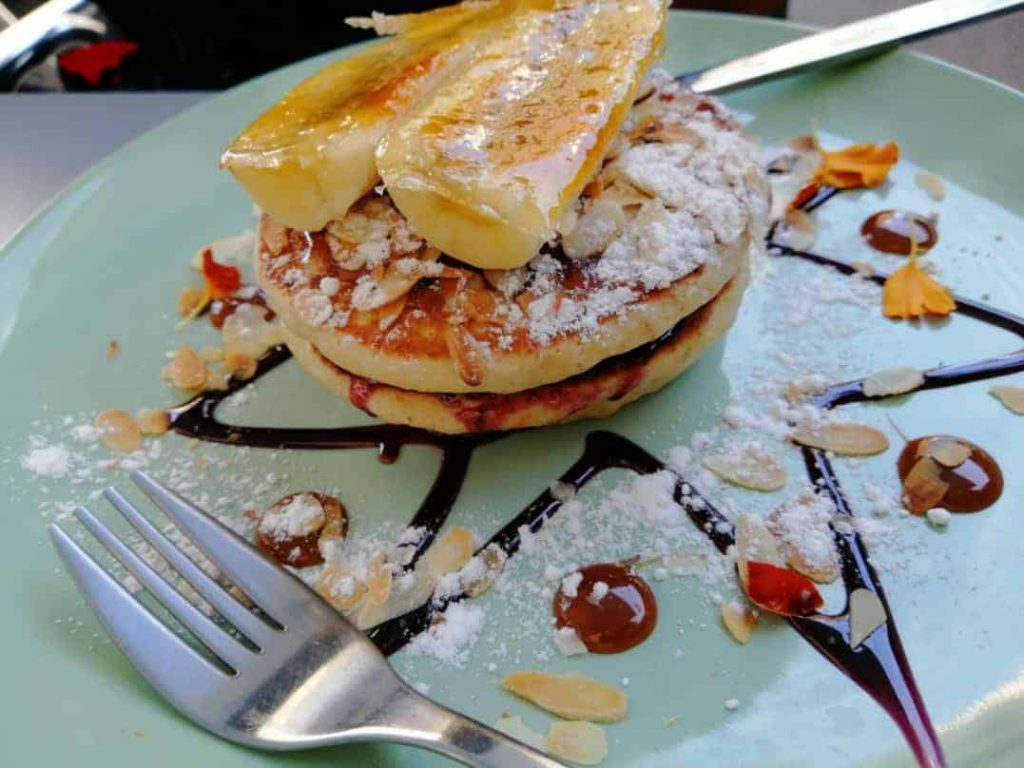 Fancy pancakes with a banana on top