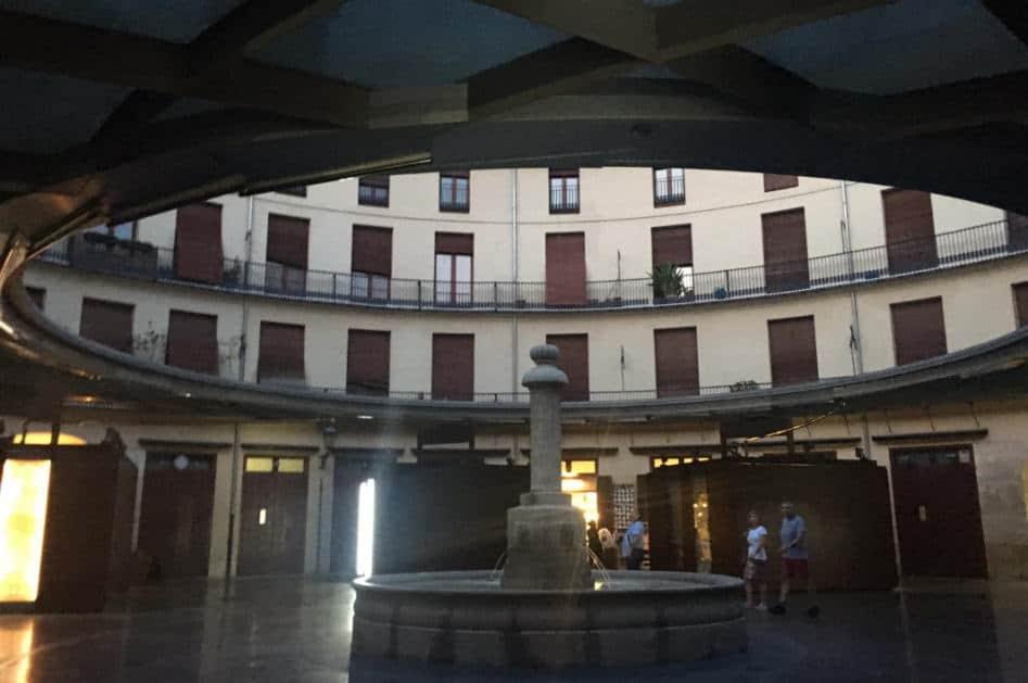 Plaza de la Redonda fountain