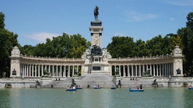 Fountain at El Retiro park
